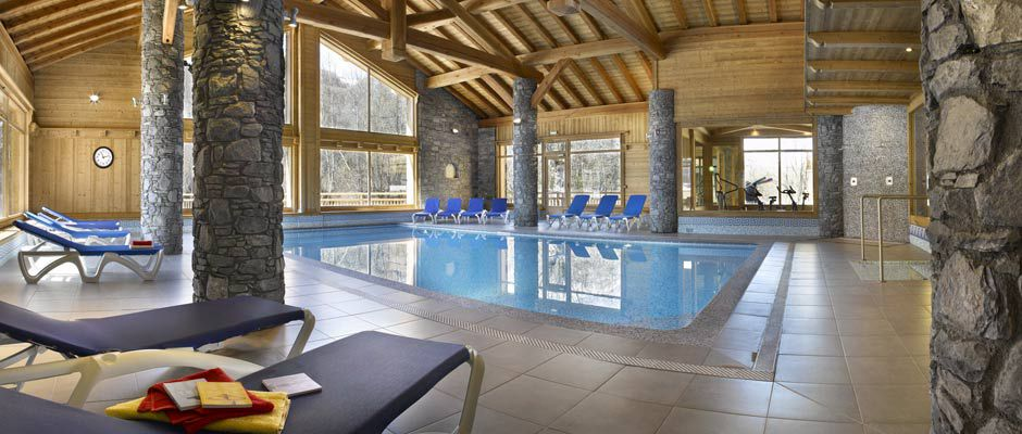 The swimming pool of the residence - Résidence Léana in Les Carroz d'Arâches